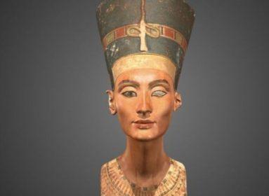Exploración Oculta del Antiguo Busto Egipcio